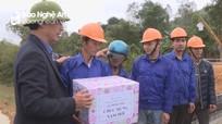 Thứ trưởng Bộ Giao thông vận tải kiểm tra các công trình tại Nghệ An