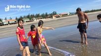 Nghệ An: Phát hiện cá hố rồng dài 4 mét trôi dạt vào bờ