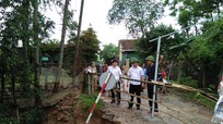 Trưởng ban Dân vận Tỉnh ủy Thái Thanh Quý đi kiểm tra thiệt hại sau bão số 3