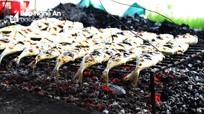 Nhộn nhịp nghề nướng cá ở biển Quỳnh