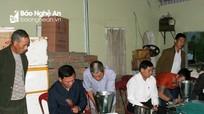 Nông dân Quỳnh Lưu được hỗ trợ máy làm hương thẻ