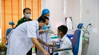 Hơn 120 học sinh nghèo, mồ côi trên địa bàn miền núi được khám sức khỏe miễn phí