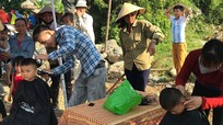 Tuổi trẻ Kỳ Sơn, Tương Dương, Nghĩa Đàn tham gia làm đường, giúp đỡ người nghèo