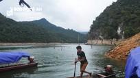 """Cận cảnh cuộc sống của những """"Rô - bin - xơn"""" trên lòng hồ thủy điện Bản Vẽ"""