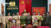 Bắt giữ 2,5 tạ pháo, Trạm CSGT Diễn Châu được Thiếu tướng Nguyễn Hữu Cầu trao thưởng