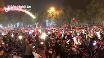 Người dân Nghệ An ra đường mừng U22 Việt Nam vô địch SEA Games