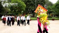Lãnh đạo tỉnh Nghệ An dâng hoa, dâng hương tưởng niệm Bác Hồ và các anh hùng Liệt sỹ