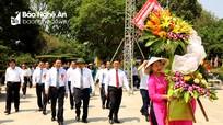 Thủ tướng Nguyễn Xuân Phúc dâng hoa, dâng hương tưởng niệm Chủ tịch Hồ Chí Minh