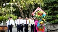 Đoàn đại biểu tỉnh Nghệ An dâng hoa, dâng hương tưởng niệm Chủ tịch Hồ Chí Minh