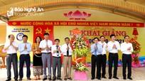Phó Bí thư Tỉnh ủy Nguyễn Văn Thông đánh trống khai giảng năm học mới tại Trường THPT Con Cuông