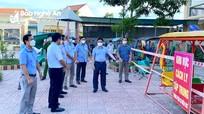 Đồng chí Nguyễn Văn Thông kiểm tra công tác phòng chống Covid-19 tại huyện Quỳnh Lưu