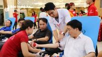 """Hơn 2.000 người tham gia hiến máu tại ngày hội """"Hành trình đỏ - Giọt hồng xứ Nghệ"""""""