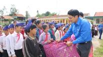 Sở Giao thông Vận tải trao 100 suất quà cho học sinh nghèo Keng Đu