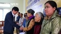 Trao 120 suất quà Tết cho bà con hộ nghèo Nghi Lộc