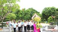 Thứ trưởng Bộ Nông nghiệp và PTNT dâng hương tại Khu di tích Kim Liên