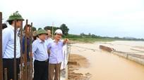 Phó Chủ tịch UBND tỉnh Đinh Viết Hồng kiểm tra các hồ đập tiêu úng trọng yếu trước bão số 4