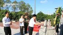 Phó Bí thư Tỉnh ủy Nguyễn Văn Thông thăm và tặng quà các gia đình chính sách tiêu biểu