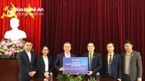 Sacombank trao 500 triệu đồng hỗ trợ người dân vùng lũ Nghệ An
