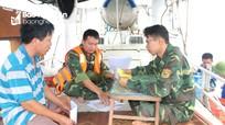 Nghệ An xử phạt thêm 5 tàu cá vì đánh bắt và vứt ngư, lưới cụ trái phép trên biển