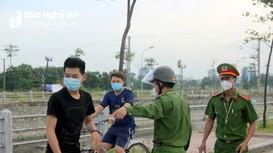 TP Vinh ra quân xử phạt hàng loạt trường hợp ra ngoài không cần thiết