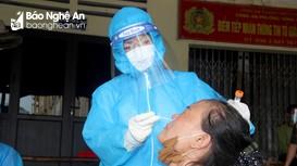 Gấp rút lấy mẫu xét nghiệm Covid-19 cho khoảng 500 tiểu thương ở chợ Vinh