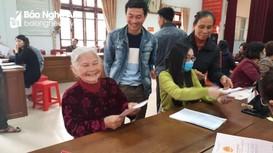 'Ngày thứ Bảy vì dân' hỗ trợ hàng trăm gia đình ở thành phố Vinh gia hạn quyền sử dụng đất