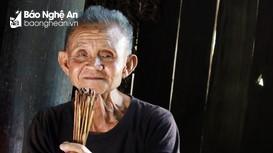 Kỳ bí chiếc thẻ tre 'nối' thế giới tâm linh của thầy mo người Thái Nghệ An