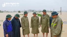 Chủ tịch UBND tỉnh kiểm tra tình hình lũ lụt tại Đô Lương, Thanh Chương