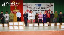 Hoạt động tặng quà Tết cho người nghèo ở các địa phương