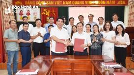 Báo Nghệ An và Ban dân tộc tỉnh ký kết hợp tác phối hợp