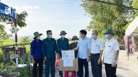 Hội Nông dân tỉnh Nghệ An thăm, tặng quà lực lượng trực chốt phòng, chống dịch Covid-19