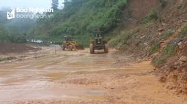 Quốc lộ 7 đoạn qua dốc Chó, huyện Con Cuông tiếp tục bị sạt lở