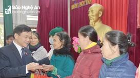 Đoàn đại biểu Quốc hội tỉnh thăm, tặng quà Tết cho 200 hộ nghèo tại Hưng Nguyên