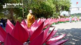 Ấn tượng 7 đóa sen 'khổng lồ' mừng Lễ Phật đản tại chùa Ông (Hưng Nguyên)  