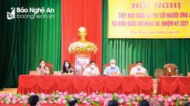 Ứng cử viên đại biểu Quốc hội tiếp xúc cử tri vận động bầu cử tại Hưng Nguyên