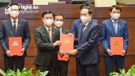 Công bố Nghị quyết phê chuẩn Trưởng đoàn, Phó Trưởng đoàn đại biểu Quốc hội tỉnh Nghệ An