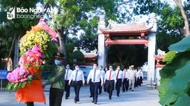 Lãnh đạo tỉnh dâng hoa tưởng niệm Chủ tịch Hồ Chí Minh và các Anh hùng liệt sỹ