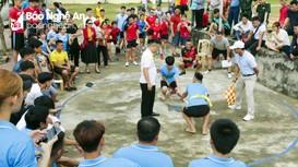 Vận động viên dân tộc thiểu số ở Nghệ An tranh tài đi cà kheo, tung còn, kéo co...