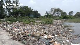 Rác thải gây ô nhiễm môi trường nghiêm trọng ở Lạch Vạn