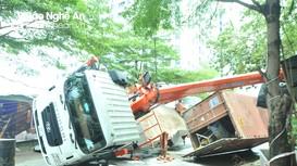 Thành  phố Vinh: Cẩu container làm sập vách nhà dân