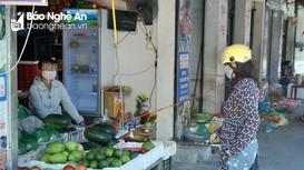 Thành phố Vinh siết chặt quản lý người ra vào chợ