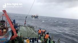 Bộ Tư lệnh Vùng Cảnh sát biển 1 cứu tàu cá Nghệ An gặp nạn trên biển