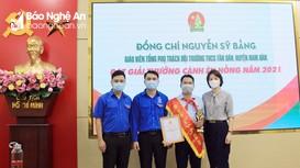 Trao Bằng khen cho Tổng phụ trách đội duy nhất của Nghệ An đạt Giải Cánh én hồng 2021