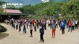 Một ngày đến trường của học sinh người Mông trên đỉnh Rồng Cẩu