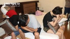 Chị em ruột cùng bạn thuê phòng khách sạn tổ chức 'tiệc' ma túy tổng hợp