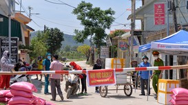 Cận cảnh nhịp sống của người dân ngày đầu tiên thực hiện phong tỏa ở Hoàng Mai