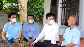 Phó Chủ tịch UBND tỉnh thăm, tặng quà các gia đình chính sách ở huyện Nghi Lộc