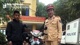 Nhận lại xe máy sau 2 năm bị kẻ gian lấy cắp  