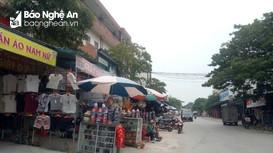 Cảnh vắng lặng của ngôi chợ nổi tiếng nhất huyện lúa ở Nghệ An liên quan 1 ca Covid-19 cộng đồng