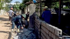 Người dân miền núi Nghệ An tự nguyện hiến đất mở rộng đường
